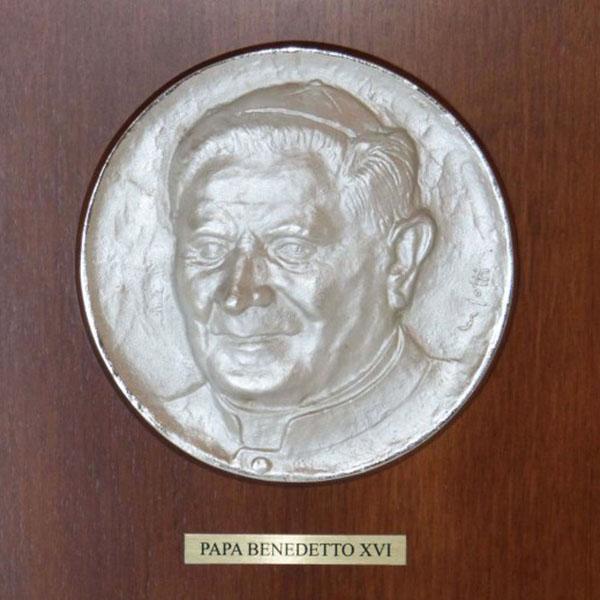 Papa Benedetto XVI - Bassorilievo