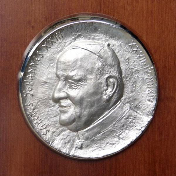 Papa Giovanni XXIII - Bassorilievo di fianco
